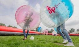 bubbel voetbal actief outdoor activiteiten